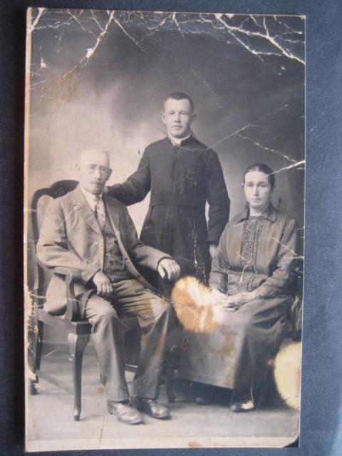 Cornelis met ouders.
